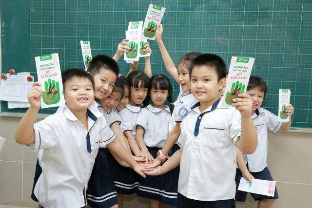 Chiến dịch đẩy lùi dịch sốt xuất huyết tại các trường tiểu học của Bệnh viện Thu Cúc