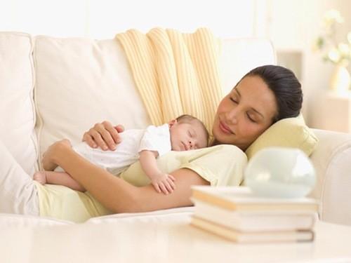 Đừng quá áp lực, mẹ hãy tận dụng thời gian nghỉ ngơi thêm hàng ngày.