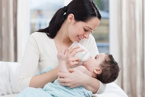 Với những người phụ nữ không cho con bú, khoảng 40% phụ nữ có kinh trở lại sau 6 tuần