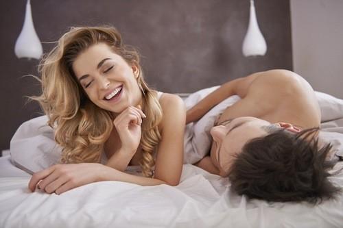 quan hệ nên nhẹ nhàng, tránh thô bạo đặc biệt trong lần quan hệ đầu sau sinh.