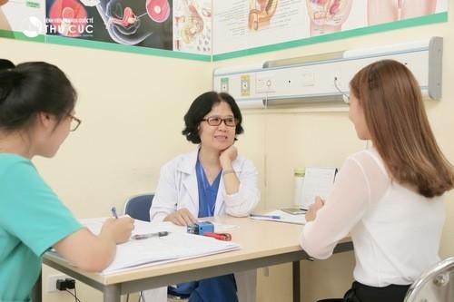 Trước khi quan hệ lại sau sinh, nên đi khám phụ khoa xem cơ địa của bạn đã ổn định chưa