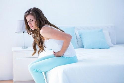 Tháo vòng tránh thai khi vòng không đúng vị trí, gây đau bụng khó chịu.