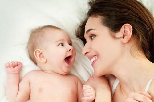 Nếu trẻ bú tốt sau khi bú, bé đã sẵn sàng ngủ hoặc vui vẻ, không còn quấy khóc sau khi ti mẹ.