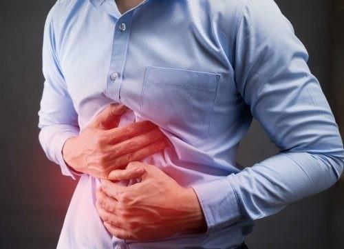 Người bệnh ung thư gan giai đoạn đầu có thể thấy xuất hiện các triệu chứng như đau bụng, buồn nôn...