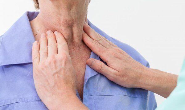Viêm hạch vùng cổ khiến cổ sưng bất thường, có thể cảnh báo nhiều bệnh lý nguy hiểm bạn không nên xem thường.
