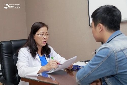 Người bệnh cần đi khám để được bác sĩ chuyên khoa Ung bướu thăm khám và chỉ định làm các xét nghiệm chẩn đoán ung thư đại tràng phù hợp