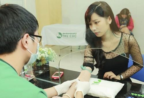 Nếu mẫu máu của bạn chỉ xét nghiệm công thức máu toàn bộ, có thể ăn uống bình thường