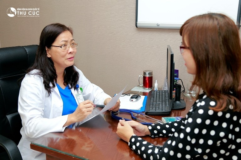 Chị em cần đi khám bác sĩ để được chỉ định làm các xét nghiệm, kiểm tra cần thiết