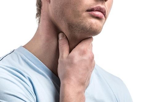 Khi có dấu hiệu bất thường ở họng cần đi khám để làm các xét nghiệm kiểm tra cần thiết nhằm chẩn đoán đúng bệnh