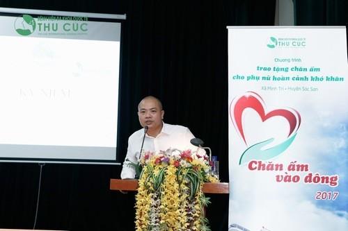 Ông Nguyễn Việt Dũng - PGĐ điều hành Bệnh viện Đa khoa Quốc tế Thu Cúc phát biểu tặng quà