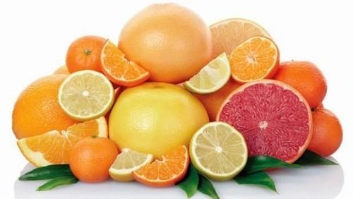những trái cây giàu vitamin C và dồi dào canxi, nếu bổ sung thường xuyên sẽ cung cấp được thêm lượng canxi gián tiếp cho con qua nguồn sữa mẹ