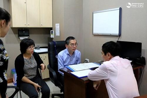 Khi gặp các dấu hiệu bất thường, triệu chứng ung thư mí mắt, cần đến ngay cơ sở y tế uy tín thăm khám.