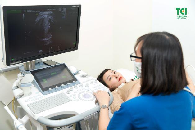 Khi có các dấu hiệu sắp sinh ở tuần 38 mẹ cần nhanh chóng đến ngay cơ sở y tế để được bác sĩ theo dõi