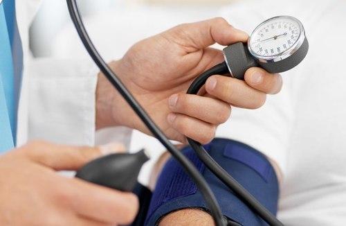 Từ 30 tuổi trở lên, với sức khỏe bình thường, chúng ta nên kiểm tra huyết áp ít nhất 1 tháng 1 lần