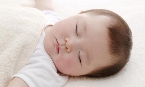 Chăm sóc giúp bé có giấc ngủ ngon.