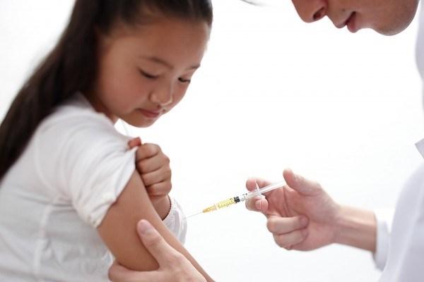 Chị em trong độ tuổi 9-26 và chưa có quan hệ tình dục cần tiến hành tiêm đầy đủ 3 mũi vacxin phòng virus HPV