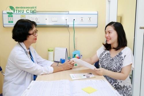 Khám thai và bổ sung thêm thuốc sắt, axit folic theo chỉ định của bác sĩ