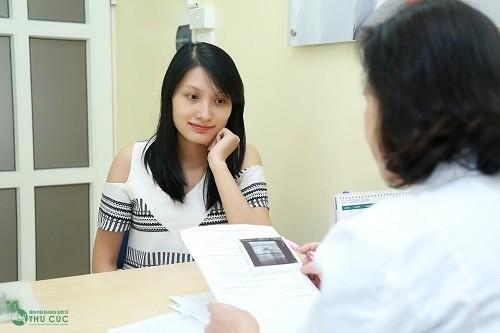 Nên thường xuyên đi kiểm tra thăm khám thai định kỳ - dù không dấu hiệu ốm nghén mệt mỏi