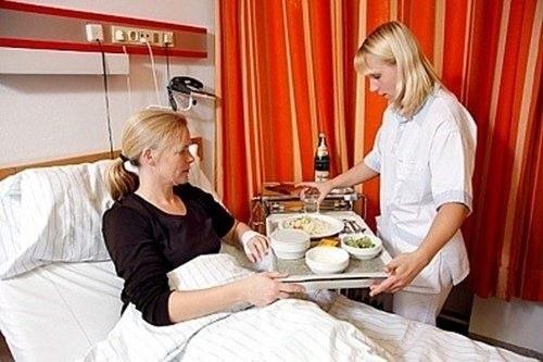 Trong khi điều trị ung thư tuyến nước bọt, người bệnh cần ăn những thức ăn mềm, lỏng, dễ nuốt