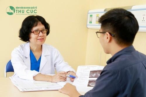 Khi có những biểu hiện của hẹp bao quy đầu nên đến bác sĩ thăm khám.