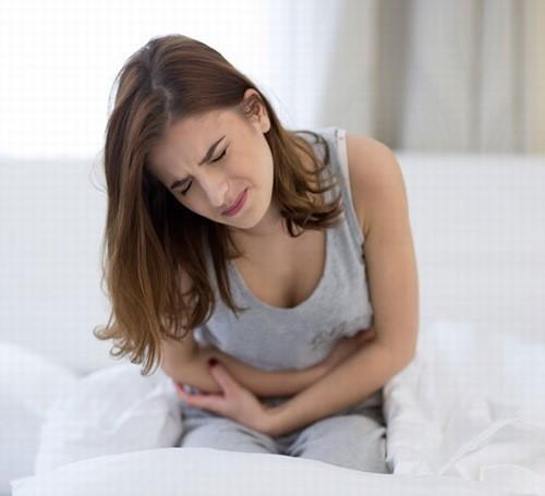 Viêm âm đạo là một nguyên nhân gây khí hư màu nâu.