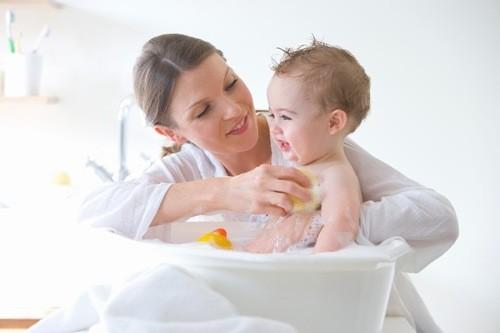 Vệ sinh cho trẻ đúng cách để chăm sóc cho trẻ hiệu quả.