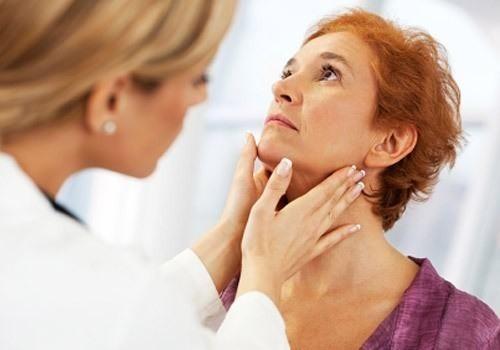 Thăm khám để được chẩn đoán chính xác nguyên nhân nổi hạch ở cổ và điều trị hiệu quả