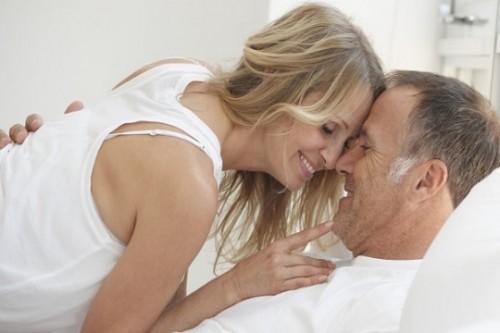 Hãy chú ý đến màn dạo đầu với những nụ hôn, những câu thì thầm âu yếm, những cái ôm nhẹ nhàng...