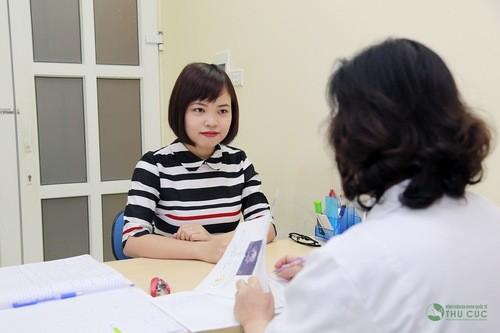Khi có dấu hiệu ra máu trước kỳ kinh nguyệt - tốt nhất nên đi khám, tìm nguyên nhân để có chỉ định điều trị thích hợp.