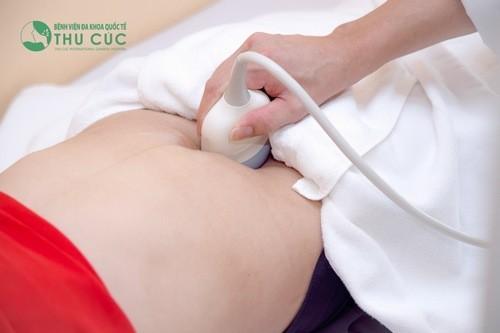 Thực hiện siêu âm, khám thai tại cơ sở y tế uy tín.