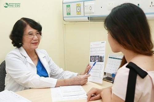 Tại Bệnh viện Thu Cúc, chị em được thăm khám sức khỏe kỹ lưỡng trước khi tiến hành đặt vòng.