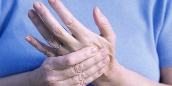Tuổi cao cũng gây ảnh hưởng đến hệ xương khớp