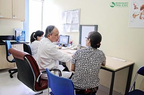 Thăm khám với bác sĩ chuyên khoa để được điều trị kịp thời hiệu quả