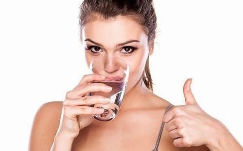 Uống nhiều nước hỗ trợ tiêu hóa tốt hơn