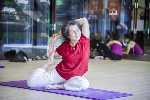 Người cao tuổi nên tập thể dục đều đặn với các động tác nhẹ nhàng. ( Ảnh minh họa)