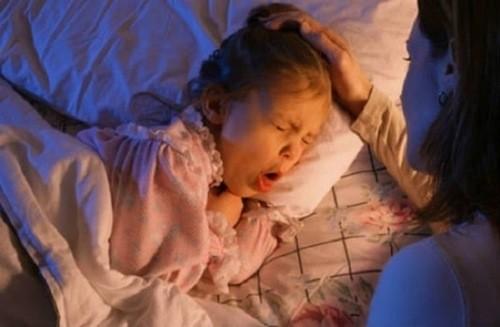 Ho ban đêm có thể do nhiều nguyên nhân gây ra