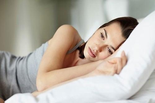 Khi huyết trắng vón cục gây ngứa ngáy vùng kín,… thì là dấu hiệu chứng tỏ cơ quan sinh dục đã bị viêm nhiễm.