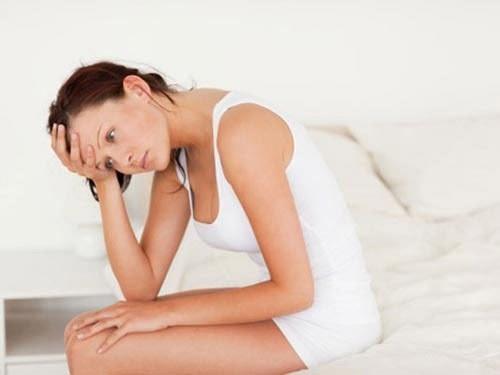 Khí hư có mùi tanh là tình trạng nhiều chị em mắc phải.