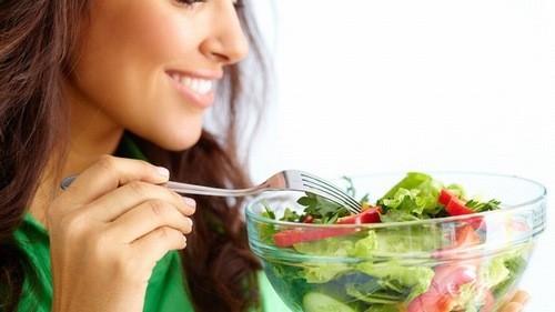 Thay đổi chế độ ăn uống ngừa biểu hiện nóng gan