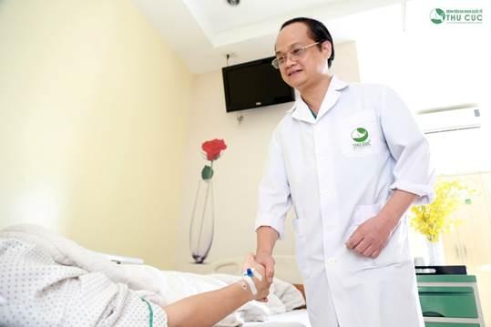 Người bệnh được chăm sóc hậu phẫu chu đáo, hướng dẫn chi tiết về chế độ ăn uống để giảm thiểu tối đa nguy cơ tái phát.