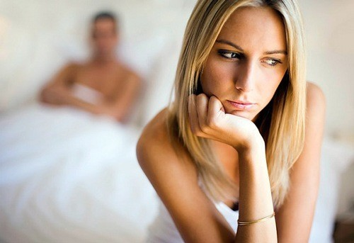 Mụn rộp sinh dục nữ khiến chị em lo lắng.