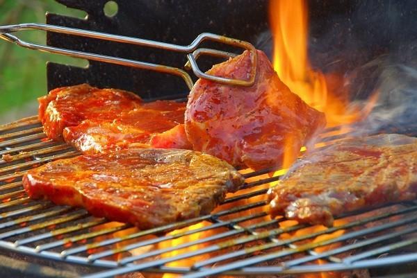 Không nên ăn quá nhiều thịt nướng, thịt chế biến ở nhiệt độ cao. Thay vào đó, bạn nên chế biến dưới dạng hấp, luộc, sẽ tốt hơn cho sức khỏe của bạn.