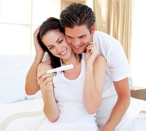 Quan hệ vào ngày rụng trứng giúp các cặp vợ chồng dễ mang thai hơn.