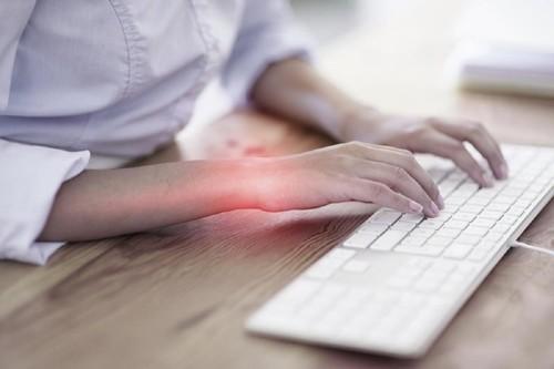 Hội chứng chuột máy tính hay hội chứng ống cổ tay thường gặp ở dân văn phòng