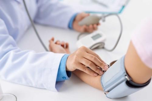 Người bệnh huyết áp cần được kiểm tra thường xuyên
