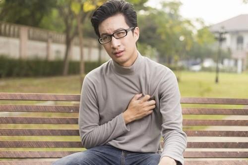 Dừng ngay hoạt động khi xuất hiện cơn đau thắt ngực