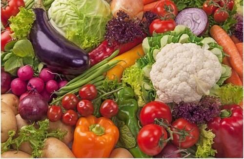 Rau củ và các loại trái cây cung cấp phong phú và đa dạng các hàm lượng vitamin tăng cường sức đề kháng