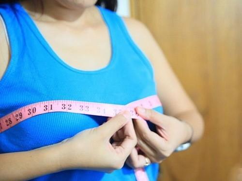 Ngực phát triển trông thấy, đặc biệt với những người sinh con đầu lòng