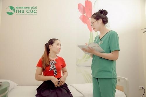 Nếu bị đau rát sau khi quan hệ, chị em cần nhanh chóng tới bệnh viện để tiến hành thăm khám