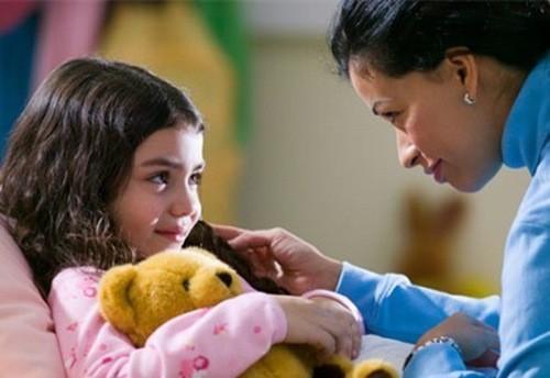 Bố mẹ nên theo dõi, chia sẻ, động viên con về những cảm nhận của tuổi mới lớn, về những vấn đề gặp phải